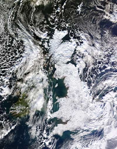 a photo of the UK covered in snow credited to NEODAAS/University of Dundee